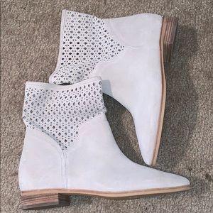 Michael Korda Boots